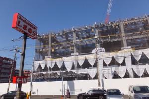 綱島側の「しまむら」店舗前から見たアップル研究施設の様子(2016年2月19日)