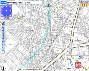 大倉山駅付近のトンネル経路図(水色の線)、駅ができないうえに住宅地の地下を通り抜けるため、付近住民にはメリットがほとんどない