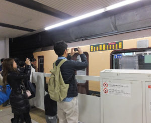 日吉駅では多く撮影する人々が見られました