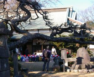 綱島の「桃の歴史」を現在もつなぐ池谷家。毎年冬に、綱島東小学校の3年生が地域の歴史を学ぶために訪問している(2017年1月撮影)