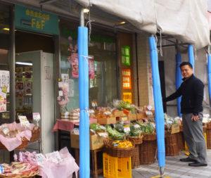 谷井正樹さんは大阪府立大学農学部(現生命環境科学部)出身。「実家も農家だったので、生産者の皆さんの気持ちに近づきやすいのかもしれません」と、自ら全国各地に出向き買い付けを行う数々の商品への想いを披露
