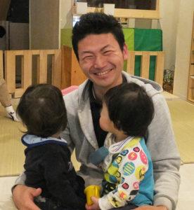 まなび家保育園の園長・長谷川雄一さん自身、2児の父として育児に奮闘している。日吉周辺の子育てニーズを多く地域の人々と共有したいとの想いを抱いているという