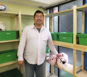 """幼稚園でのキャリアを、同様に約10年持つという山本さんの妻も、同園で勤務することに。「夫婦共々、幼稚園で学んだ経験を活かしつつ""""家庭""""的な視野で子どもたちを接していきたい」と山本さん"""