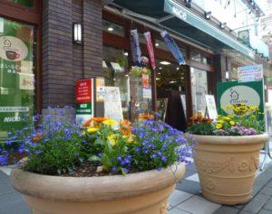 ナイス株式会社により設置される「住まいの情報館・住まいるCafe綱島」内の情報コーナーも毎年人気(港北オープンガーデンTwitterより)