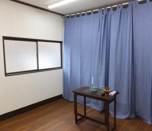 現在の事務所がある横の部屋に新たに遺体安置所を先月(2018年)5月に開設。「故人や遺族に寄り添う式を行うことができれば」と設置を決めたとのこと