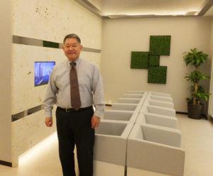 """待合室は、あたかも""""ホテル""""に居るかのような、近代的かつエレガンスな雰囲気"""