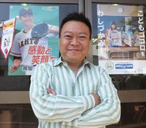 読売新聞を中心とした販売店「読売センター高田NT」を経営する乙幡幸雄さん。現在、約20名の社員・スタッフと、新聞販売や配達事業、地域での社会貢献活動に邁進している