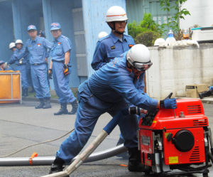 災害時に「自分を守る」ことが家族や周辺の人、そして地域を守ることにつながる(6月17日、慶應義塾高校前)
