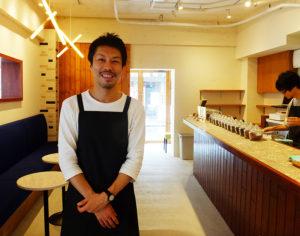 """カフェ運営で「社会貢献」を志す小川さん。「カフェに求められる機能、役割は""""サード・プレイス""""。家と学校やオフィスを往復する中、もうひとつの居場所として心地よく、快適な""""ラウンジ""""空間を提供したい」と意気込む"""