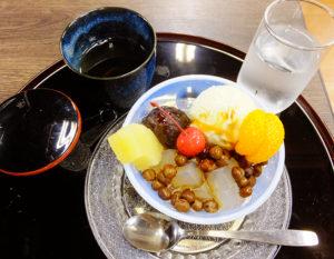 「浜大」ならではの和風甘味(写真はクリームあんみつ・600円)や、500円~650円の食事メニューを味わえるのもあとわずか
