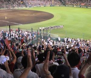試合終了後の選手たちには、割れんばかりの拍手が送られていました