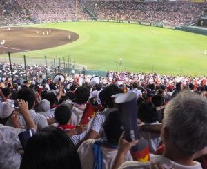 最終回の追い上げで甲子園球場は大盛り上がり。「若き血」も熱唱できました