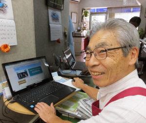 池田さん自ら、「池田理容室」のサイト(神奈川の中小企業情報ポータルサイト~産業Navi・福祉振興財団が運営)を更新。2000年頃に通ったパソコン教室で、エクセル(ソフト)での来客マーケティングスキルも習得したという