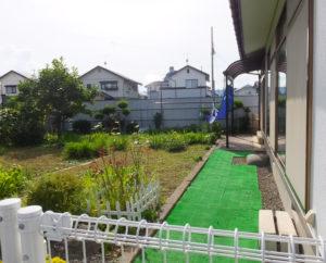 広々とした「普通の庭」も子どもたちの遊び場に