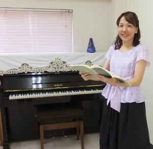 カルチャー日吉で講座数・生徒数No.1の実績を誇る、講師の藤沢たまきさん。ヴォーカルレッスンや合唱指導など、歌や発声のレッスンの講座を担当している