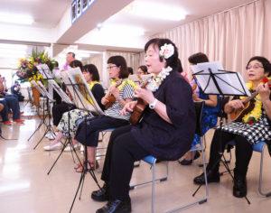 林裕之さんが講師を務めるウクレレ教室のステージ(2016年6月の第5回文化祭、カルチャー日吉提供)