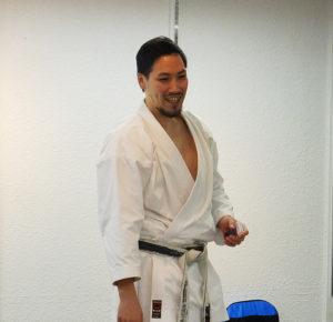 時には厳しい稽古を行う中でも、「自然と笑顔になれる」指導を心掛けている杉澤一郎さん