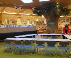 会場は2階コミュニティパーク(写真)を予定。「参加者が増えていくようだったら会場変更も検討したい」と佐藤欣博(よしひろ)店長
