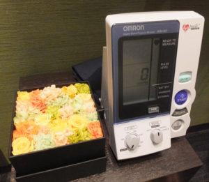 同院の診察室に設置されている血圧計
