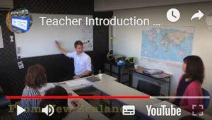 ニュージーランド出身のマイケル・クレメンツ(Michael Clemens)さんの講座の様子。カルチャー日吉サイトのトップページ</a>から、ネイティブ講師紹介の動画を見ることができる