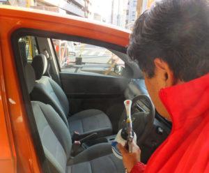 同店では、車検などで納入された車の除菌・消臭に「ジアムーバー酸化水」を使用。川崎市内の児童施設に生成装置を寄付するなど、社会貢献活動の一環としても普及活動を行っている