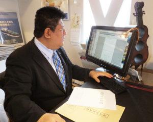 今回の法改正で、パソコンで作成された財産目録や通帳のコピーなど「自書によらない財産目録」を添付することができるようになった(日吉本町5丁目の行政書士・海事代理士 加賀雅典法務事務所にて)