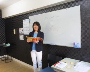 小学生の英語検定の合格率アップにも寄与しているという藤田さん。「人生のピンチにも、英語力はきっと役立つはず」と、自身の経験を踏まえ、一人でも多くの子どもたちにその楽しさと国際社会で生きる意味を伝授していく