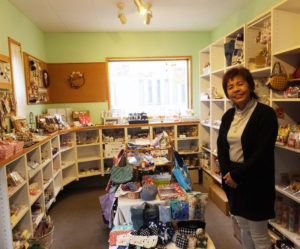 今年7月に開店から15周年を迎える手作り雑貨のギャラリーショップ「HANDMADE ART BOX(ハンドメイド・アートボックス)M工房」。オーナーの小泉美菜さんに、女性経営者として同店を運営してきた日々について話を聞いた