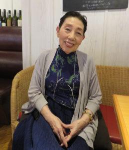 若い人が集い、活気がある学生街・日吉が大好きだという東海林のり子さん。「学生や子どもたちの声が響く街であれば」とこれからも願っているという(2019年4月)