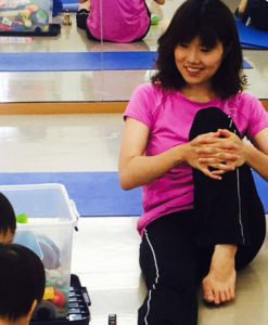 福井さんは2人の出産を経て、子育てをしながら「ママヨガ講師」として活躍している(カルチャー日吉提供)