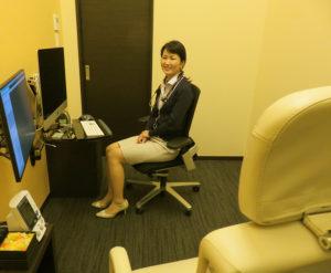 江口夕さんは、榊原記念病院や聖マリアンナ医科大学ハートセンター、アメリカ・ハーバード医学部にある糖尿病や肥満などのメタボリックシンドロームの基礎研究室などに在籍した専門分野でのキャリアを活かし診療に当たっている