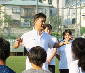 宇宙の研究でも知られる神武直彦教授。横浜市港北区との連携協定締結や日吉台小学校での「スポーツデータサイエンス教室」などを通じ、スポーツを通じた地域社会への貢献を具現化するチャレンジを行っている