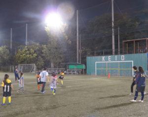 ウォームアップからグループに分かれてのミニ試合など、人工芝の上でサッカーに親しむ時間となっていました。小学生から成人まで、世代を越えて地域で女子サッカーを盛り上げる機会、ぜひこれからも継続・継承されていくことを願うばかりです