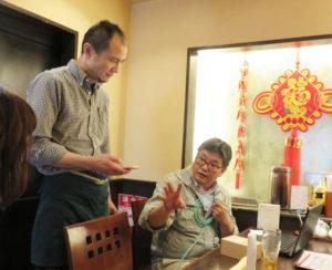 日吉近郊への出張対応で、「これからも地域の皆さんのお役に立ちたい」と井上さん(右)