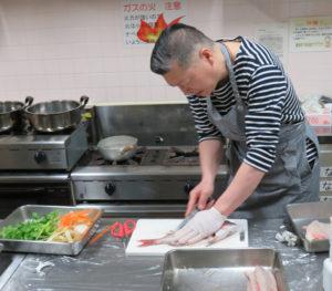 魚は、「鮮魚コーナーで、すぐ調理できるよう魚を捌(さば)いてくれるお店があれば、ぜひその店のサービスの活用を」と、自身で必ずしも調理する必要を感じることはないと大村さん。生ゴミを出しやすいタイミングで前日調理しているとのこと