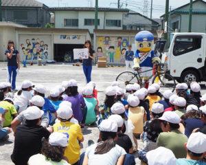 「自転車の安全な乗り方教室」も実施。横浜F・マリノスの公式チアリーディングチーム・トリコロールマーメイズのメンバーも進行役として活躍