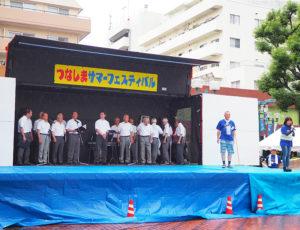 雨の影響もあり、約20分遅れでつなしまサマーフェスがスタート。綱島本通郵便局勤務の霜田(しもだ)瑠美さんが4年目のMCとして司会進行役を務めていました