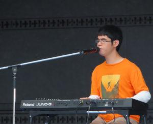 地元ゆかりのシンガーソングライター「Ko-sei」さんも、オリジナル曲などを交えた弾き語りによるステージで歌声を響かせました
