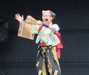 神奈川県や綱島も題材とするなどホスピタリティ満点!八房善香さんによる南京玉すだれも盛り上がっていました