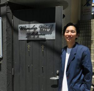 """関口さんは日吉台小、日吉台中出身と、生粋の""""日吉育ち""""。「この街で育ち、音楽が好きになった。音楽を通じ、地域への恩返しがしたい」と開校の意気込みを語る"""