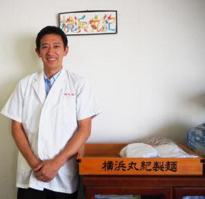 常務取締役の川口尚紀さん。今年(2019年)3月から本社・製麺工場での麺の即売会を開催するなど、地域へ会社を開く「チャレンジ」をスタートさせた