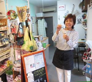 綱島、そして港北区のまさに「ハンドメイドの聖地」M工房オーナーの小泉美菜さん。七夕の日(7月7日)に開催される「つなしまサマーフェスティバル」にブースを初出店、講師としてワークショップも開催予定