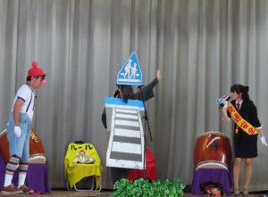 「劇団ルール」による、交通安全について学べるストーリー