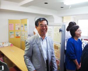 「生まれ育った」綱島東にケアプラザ分室が出来たことを喜ぶ、綱島地区連合自治会会長の佐藤誠三さん(左)、民生委員として長年福祉現場を支えてきた松井清美さん