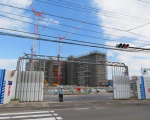 早くも来年(2020年)のまちびらき予定となった野村不動産「プラウドシティ日吉」(箕輪町2)の工事現場(2019年7月8日)