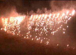 ナイアガラ花火で「北つな夏まつり」終了の名残を惜しんだ(2018年開催時、主催者提供)