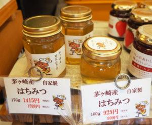 気候により色、味、そして食感も毎年異なるという、茅ヶ崎にある自家養蜂場で採取したはちみつを生食パンに使用している(箕輪町の本店で撮影)