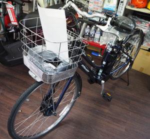 移転後は自転車も扱う。新車販売(店頭・取り寄せ)や、パーツの変更、パンクなどの修理にも対応している