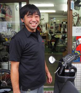 「二輪車に関するお困り事はぜひご相談ください」と店主の吉井昌彦さん