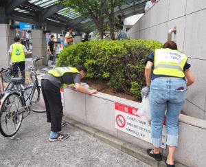 長く駅前のゴミが放置されている時期もあった。週2回の清掃活動を行う美化推進委員の日々の活動の成果からか、「前回(以前)より、ゴミが減ってきている」との声も(2019年9月5日)